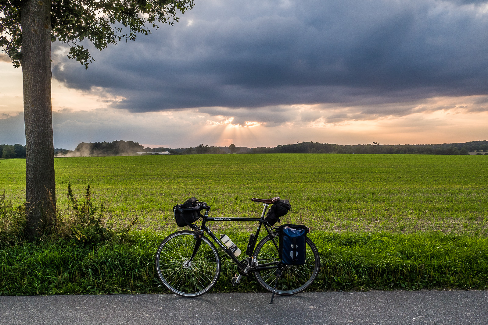 Fahrrad vor Sonnenuntergang, Lüneburger Heide bei Bienenbüttel