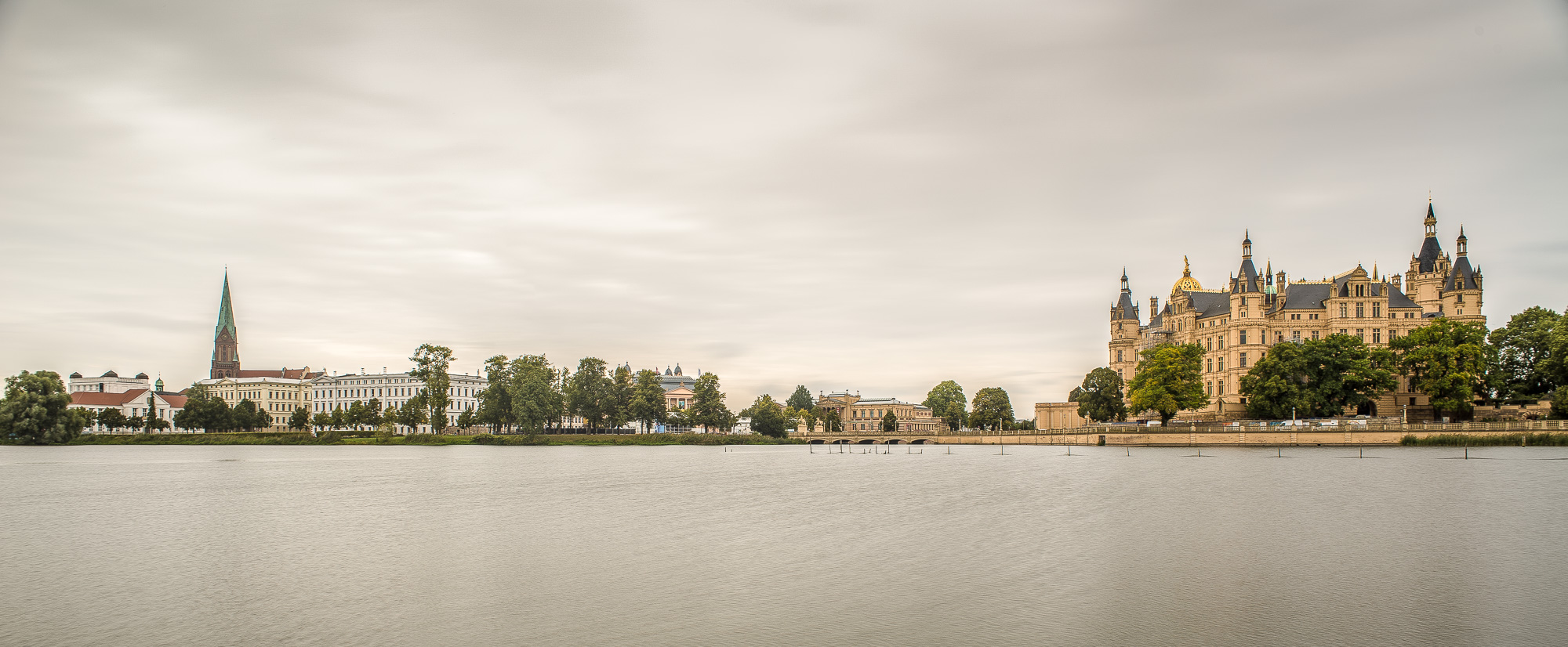 Schwerin: Panorama mit Dom, Theater und Schloss